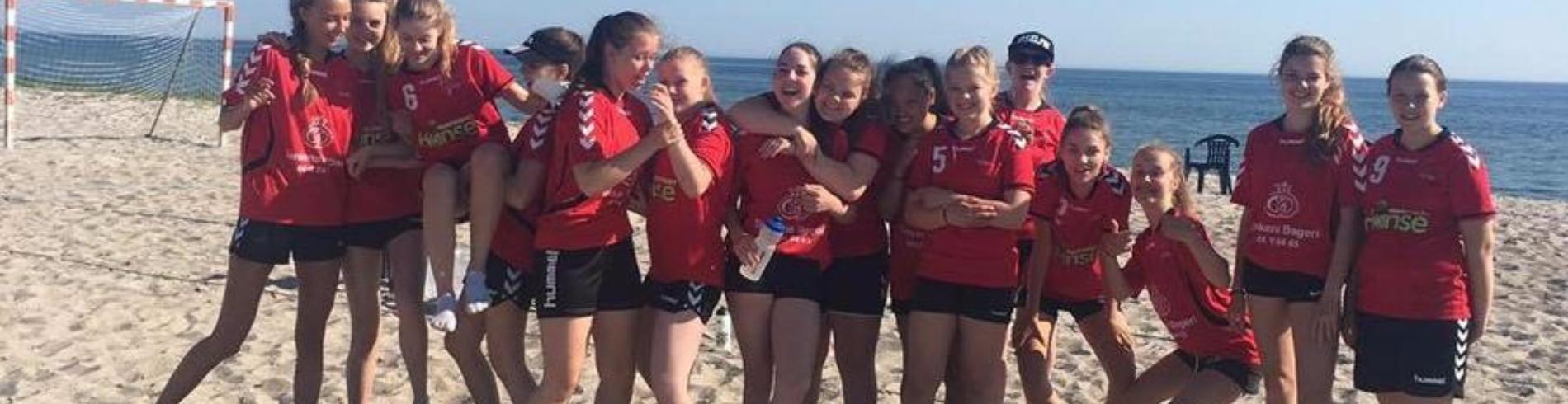 U14/U16 piger strandhåndbold 2016 cover image